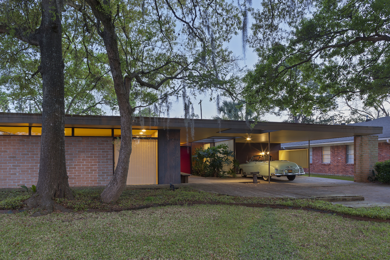 Restoration of midcentury modern house in houston to for Modern houses in houston